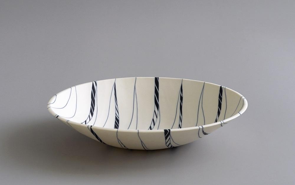 Angela Burkhardt-Guallini, Bowl, 2017, seto porcelain, neriage technique, 6 x 33 x 33 cm