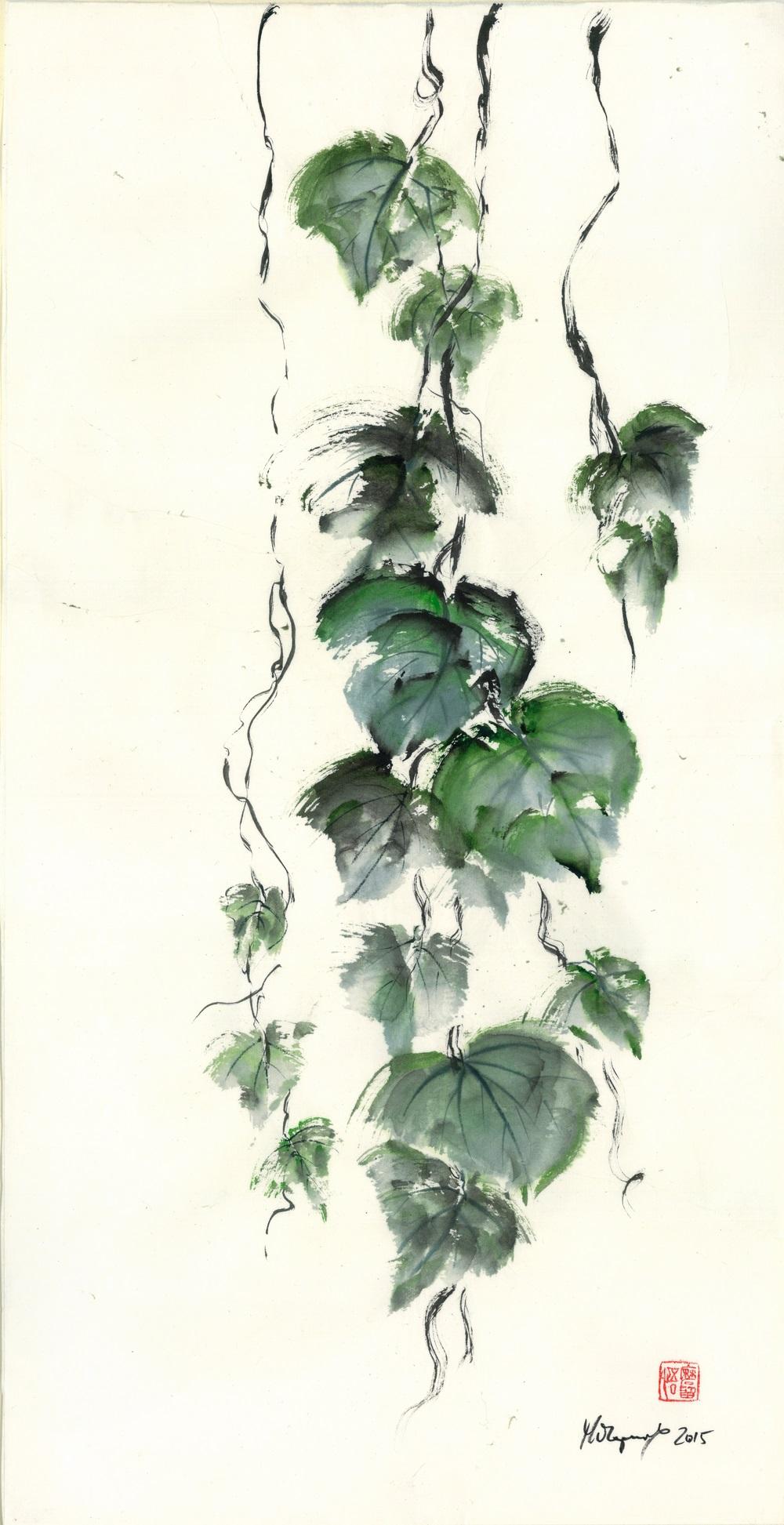 Malgorzata Olejniczak, Traubenblätter, 2015, Hängerolle, Tusche und antike Farbe auf japanischem Papier, 65 x 33,5 cm, mit Seidenmontierung 119 x 45 cm (Ausschnitt)