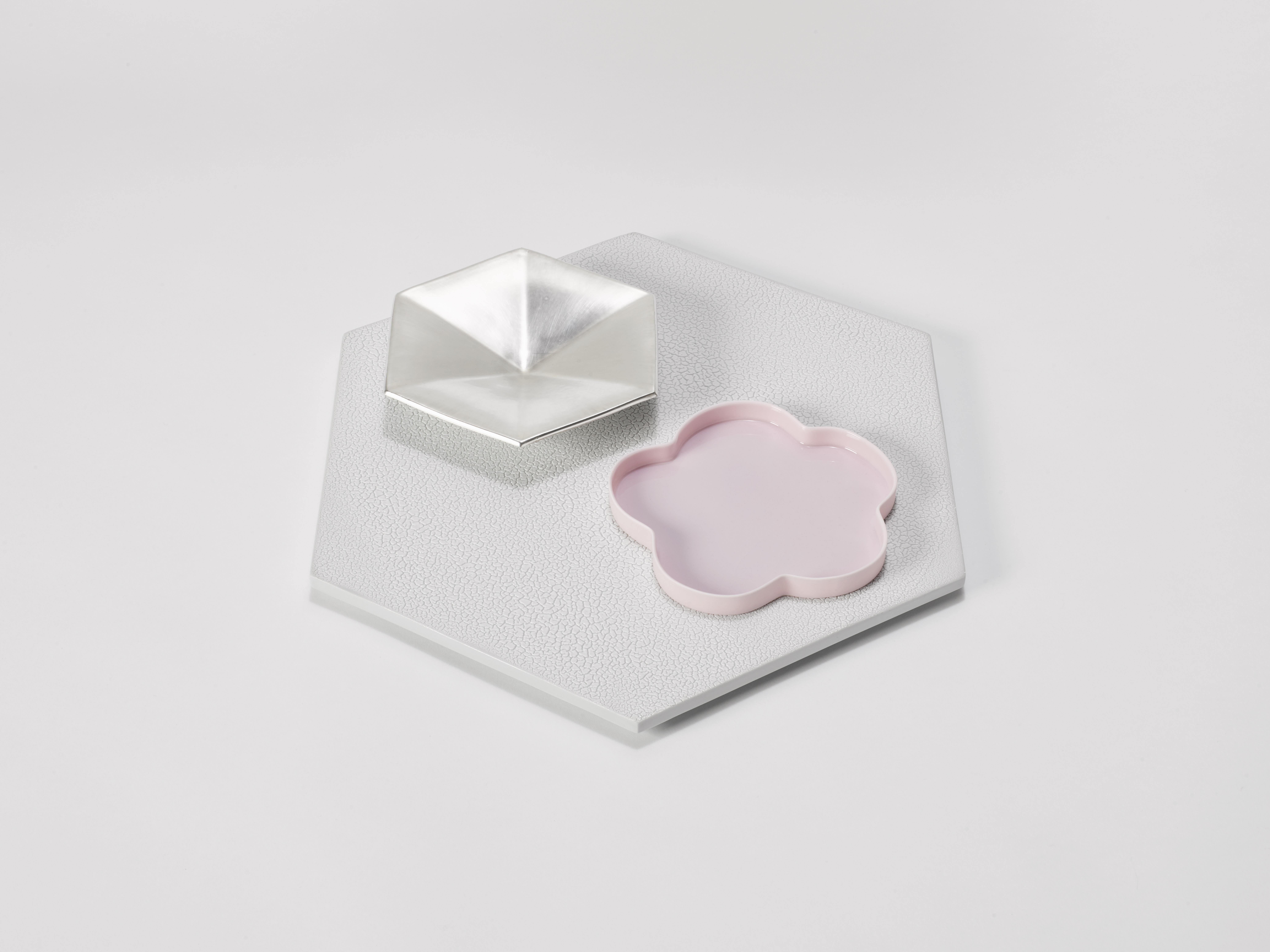 1. Margareta Daepp: Silber und Pink auf Hexagon