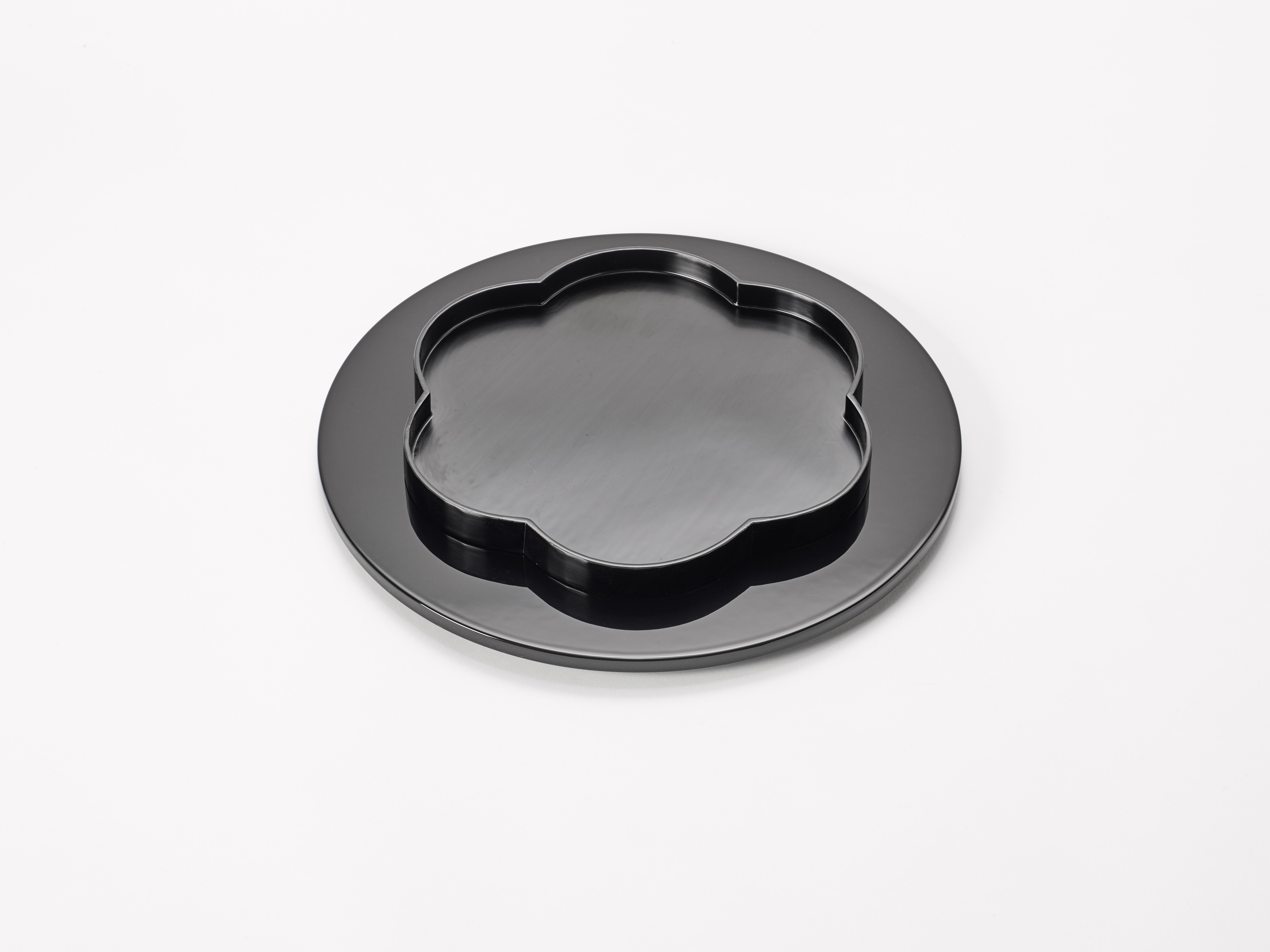 3. Margareta Daepp: Schwarze Blume auf Kreis