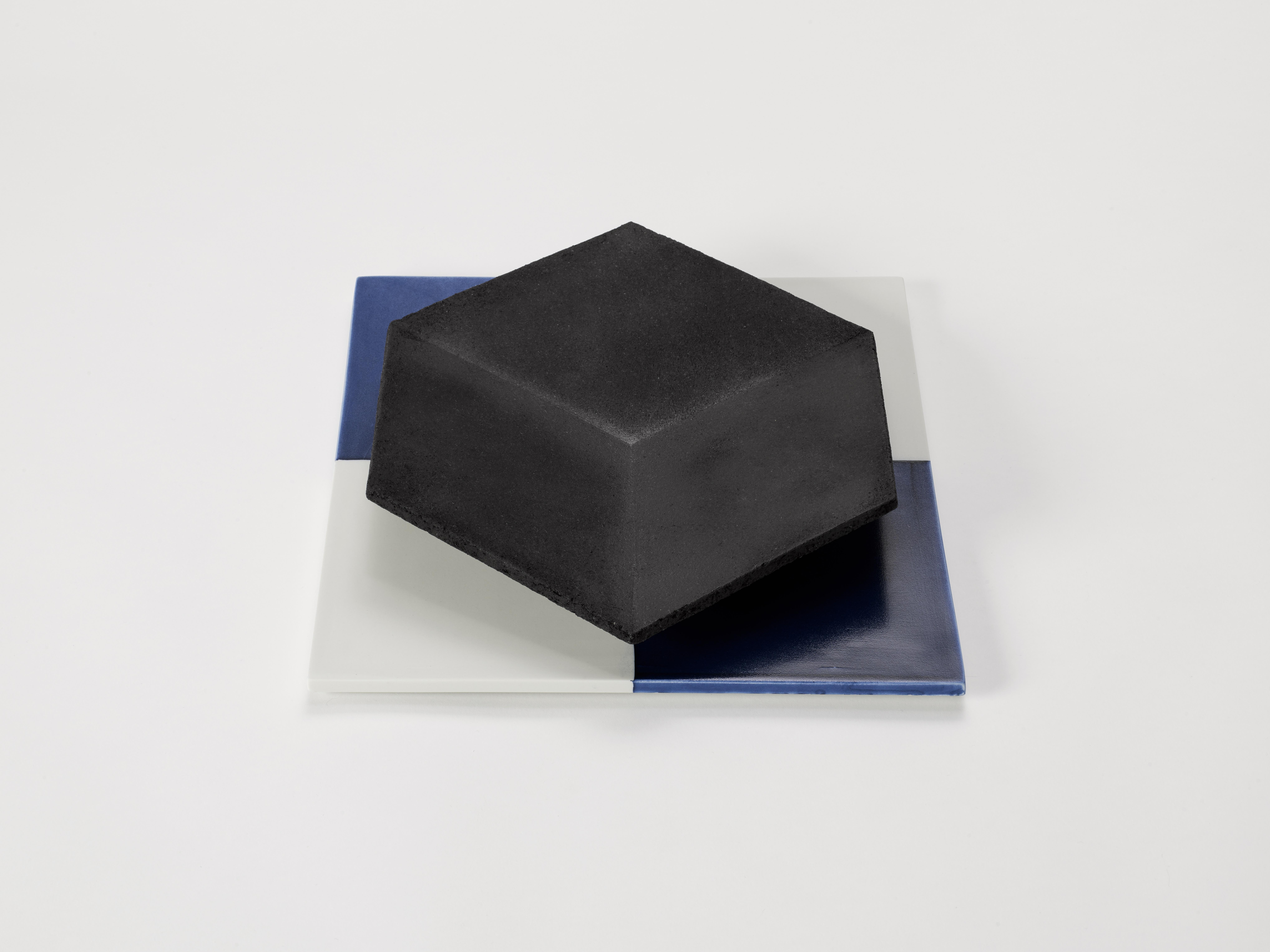 7. Margareta Daepp: Schwarzes Hexagon auf Quadrat